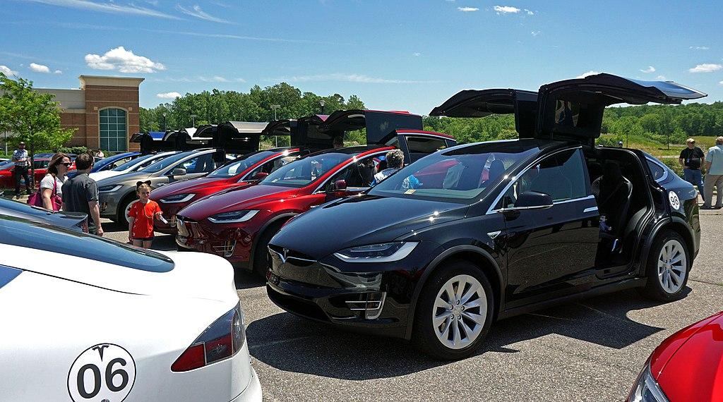 Tesla Model Y Wikipedia: File:Tesla Model X SUVs York, Virginia.jpg