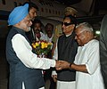 The Prime Minister, Dr. Manmohan Singh being received by Chief Minister of Kerala, Shri V.S. Achuthanandan, at Thiruvananthapuram Airport on January 02, 2010.jpg