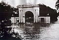 The arched gateway of the then British Residency, partially in water during the Great Musi Flood of 1908.jpg