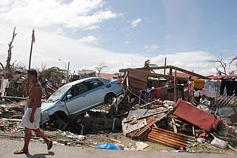 The scale of the destruction in Tacloban is hard to comprehend (11026319233).jpg