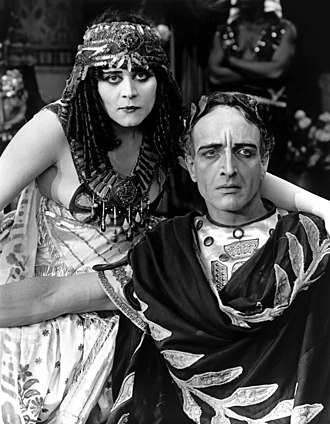 Fritz Leiber (actor) - Fritz Leiber as Caesar with Theda Bara in Cleopatra (1917)