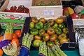 Tomates vertes et asperges au marché.jpg