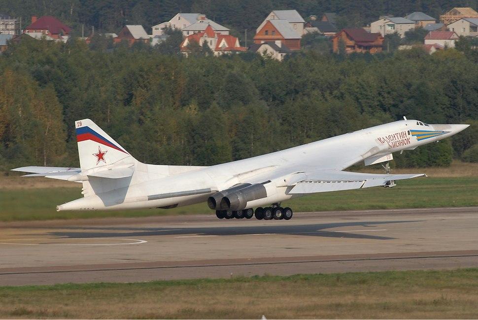 Tu-160 at MAKS 2007.jpg