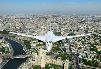2014 Moscow Victory Day Parade - Image: Tupolev Tu 160 overflying Moscow fix