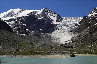 Bishorn - The Bishorn (left, background) and the Turtmann Glacier (right)