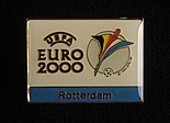 Twee identieke speldjes met het officiële logo van Euro 2000, objectnr 78402-A-B(1).JPG