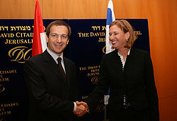 Tzipi Livni and Gordon Bajnai.jpg
