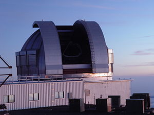 English: The UKIRT on Mauna Kea at sunset.