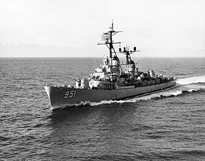 USS Turner Joy (DD-951) seen from USS Bon Homme Richard (CV-31), 25 August 1962.jpg