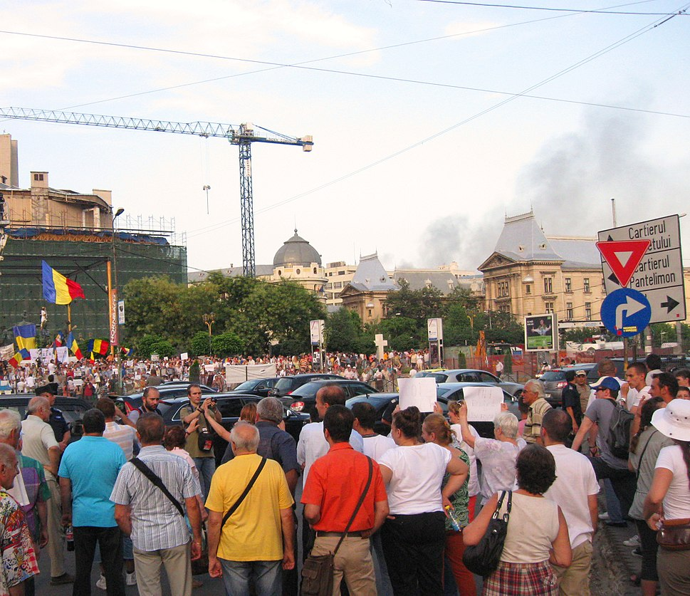Univ Sq Anti-B%C4%83sescu protests and factory fire 5-7-12 02