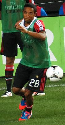 Urby Emanuelson warming up.jpg