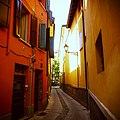 Vicolo stretto (9469736357).jpg