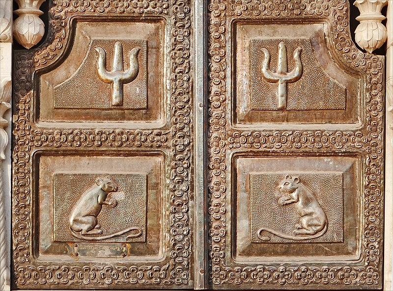 Shutters silver (Karni Mata Temple) (8424448520) .jpg