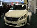 Volkswagen 2010 Routan Highline Front.jpg