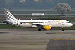 Vueling, EC-KHN, Airbus A320-216 (26582090045).jpg
