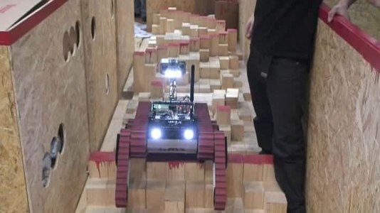 Fitxer:WMR RoboCupRescue robot navigates red step fields 2009 German Open.ogv