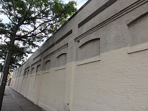 Washington Park (baseball) - The remaining wall of Washington Park in 2011.
