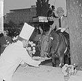 Wereld Dierendag 1964 , het voeren der dieren (buitenland), Bestanddeelnr 916-9716.jpg