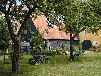 Wildersgade Barracks - The courtyard garden with the low wing along Bådsmandsstræde in the background