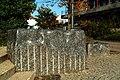 Wilfried Behre Acht Steinskulpturen 2000 Appelstraße Hannover Zwei der Steine vor dem Treppeneingang an der Durchfahrt zum Innenhof der Universität.jpg