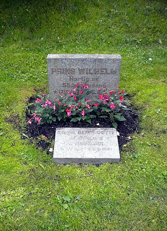 Prince Wilhelm, Duke of Södermanland - The simple grave of Prince Wilhelm and his first daughter-in-law Karin (Nissvandt) Bernadotte in Flen