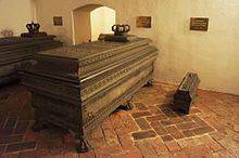 Sarkophag von Auguste von Bayern in der Wittelsbachergruft von St.Michael in München (Quelle: Wikimedia)