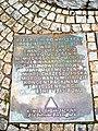 Wrocław, pomnik Dietricha Bonhoeffera na placu przed kościołem Garnizonowym, tablica przed pomnikiem.jpg