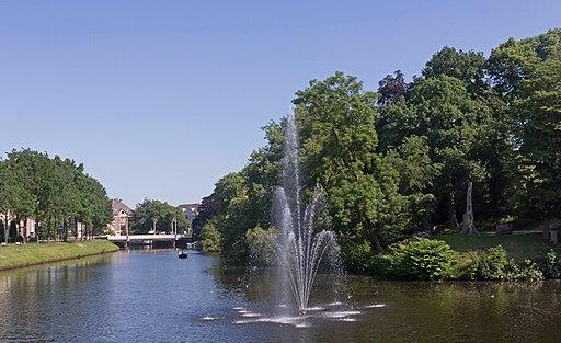 Zwolle, fontein in Stadsgracht bij Museum de Fundatie foto4 2016-06-05 10.03