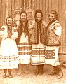 Жінки в нар. бойківських строях (с. Хащованя, 40-і рр. 20 ст.).jpg