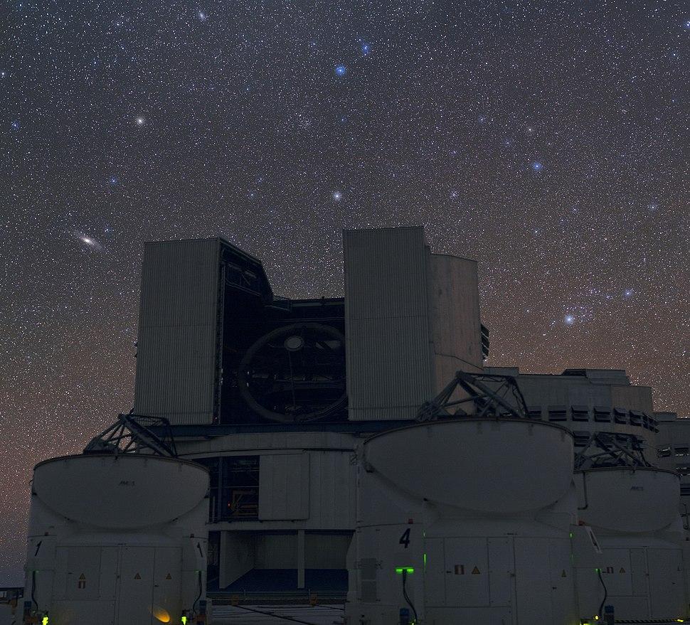Над VLT – две галактики, видимые простым глазом