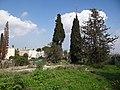 גבעת העמדות ברכס נשר ההיסטורי - שרידי רצפת ויסודות בית העם (11).jpg