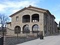 114 Ca l'Aliguer, c. de l'Alou 11 (Sant Agustí de Lluçanès), al fons Cal Carbonell i Cal Verdaguer.jpg