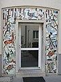 1180 Czartoryskigasse 62-68 Stg 3 - Tormosaik Heimische Tiere und Pflanzen von Gustav Hessing IMG 5325.jpg