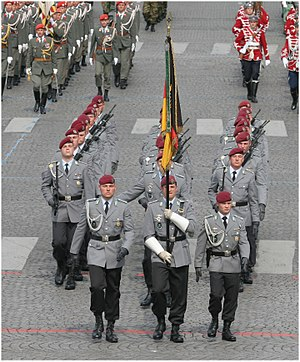 Fallschirmjäger - Fallschirmjäger of 26th Air Assault Battalion at the 2007 Bastille Day Military Parade.