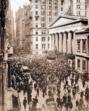 """Menschenauflauf an der Wall Street in New York während der auch als """"Bankers Panic"""" bekannten Finanzkrise von 1907"""