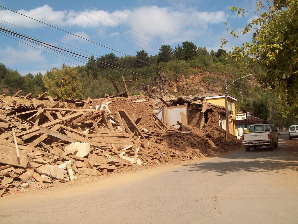 1024px-2010_Chile_earthquake_-_Cobquecura.jpg