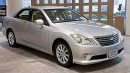2010 Toyota Crown-Royal 01.jpg