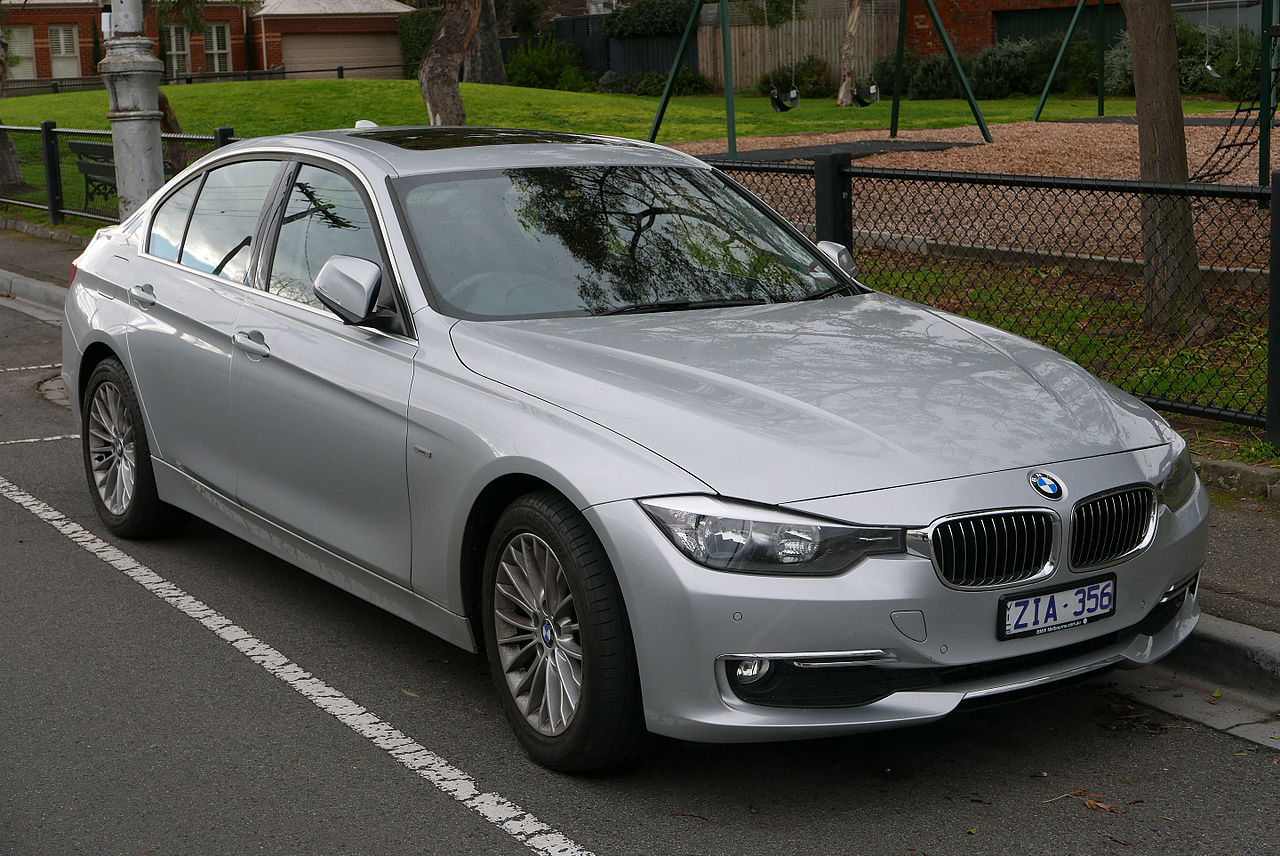 File:2012 BMW 320d (F30 MY13) Luxury Line sedan (2015-07-24) 01 ...