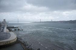 25 de Abril Bridge, Lisbon (11977161693).jpg