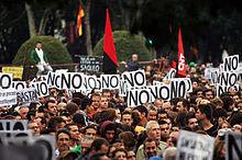 Banderas de la CNT y militantes del sindicato durante las protestas deRodea el Congreso.