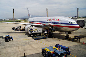 English: American Airlines Boeing 777 at Galeã...