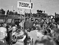 Aankomst Teddy Scholten, winnares Eurovisie Songfestival 1959, uit Cannes op Sc…, Bestanddeelnr 910-2093.jpg