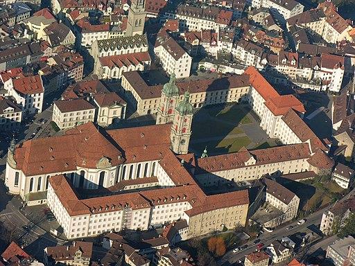 Luftbild von Kloster St. Gallen (Station der Schweiz Rundfahrt). Aerial View of the Monastry of Sankt Gallen