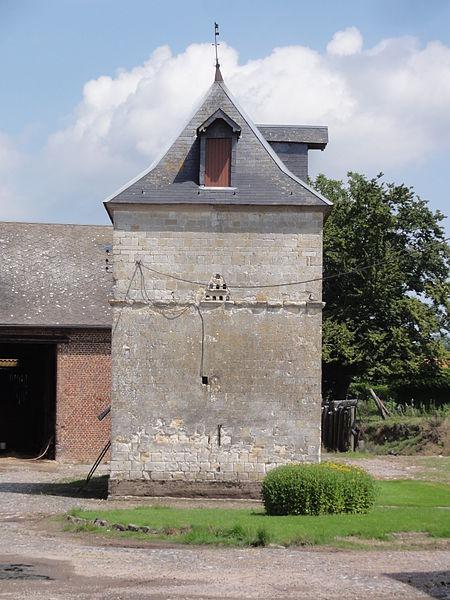 Aisonville-et-Bernoville (Aisne) tour-pigeonnier