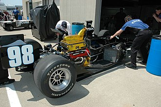 Alex Barron (racing driver) - Mechanics working on Barron's car in the garage during a practice session for the 2007 Indianapolis 500