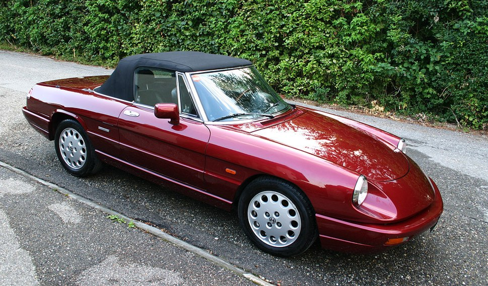 Alfa romeo spider serie4 closed