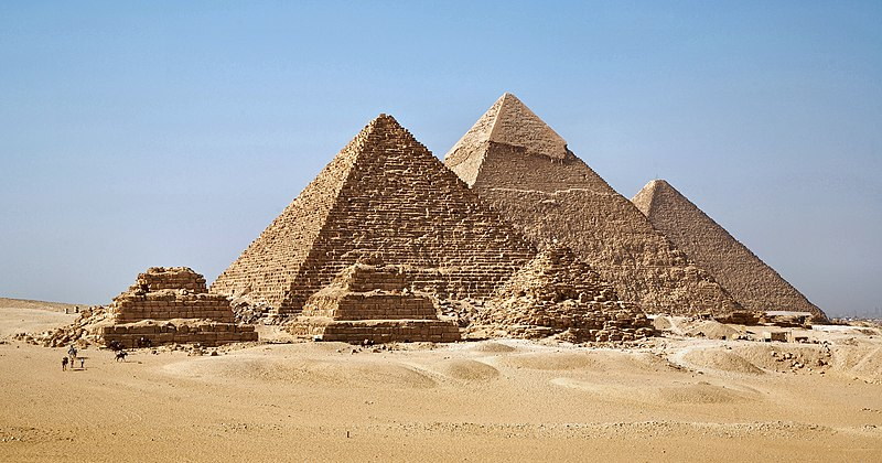File:All Gizah Pyramids-2.jpg