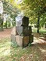 Alsterpark Skulptur aus Steinen (3).jpg