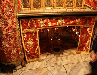 Altar in the Grotto of the Nativity 2010 2.jpg