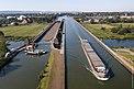 Den nya kanalbron i Minden leder över Weser